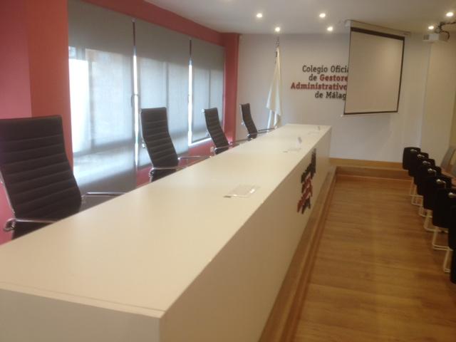 Mesa de conferencias quadrifoglio salon de actos colegio de gestores de malaga